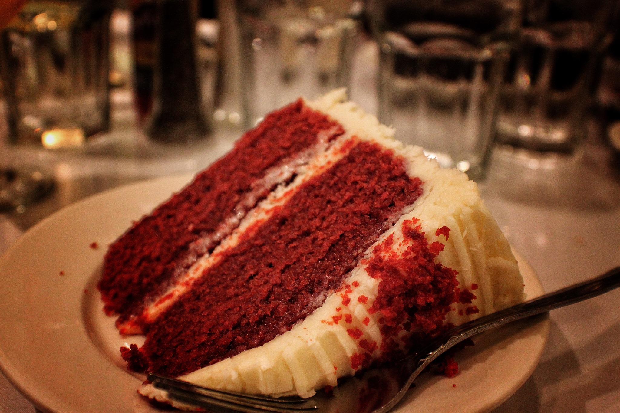 Du går neppe sulten fra Sylvia's hvis du bestiller Red Velvet Cake til dessert. Foto: L. Kongerud