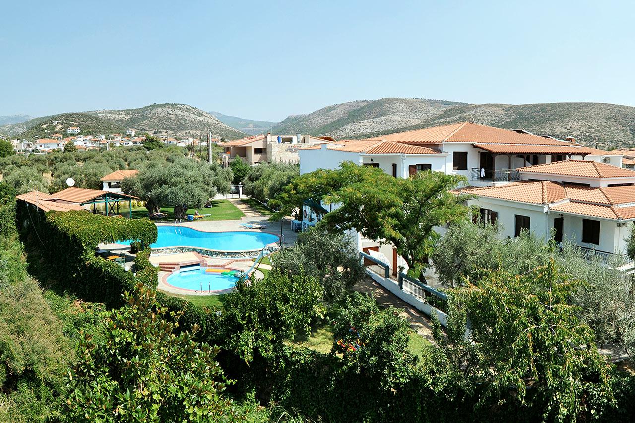 Bildetekst: Mariann Hermani og familien sjekket inn på hotellet Makedonia på den greske øya Thassos.