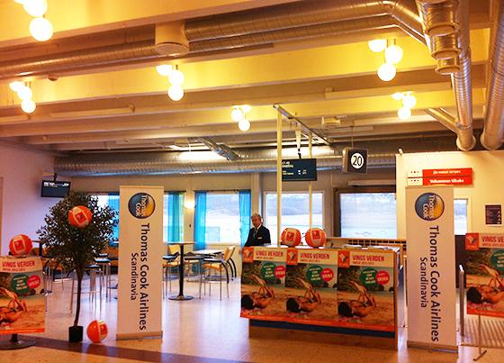 Stand i gateområdet før første flyvningen fra Tromsø.