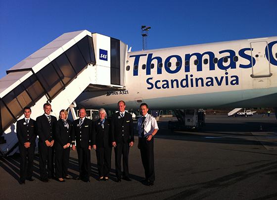 Fornøyde Thomas Cook-ansatte før første flyvningen fra Harstad/Evenes.