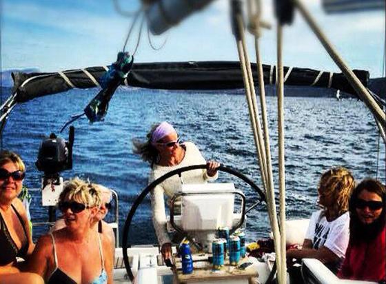 Her er jeg skipper på jentebåt i Blue Cup i Hellas.
