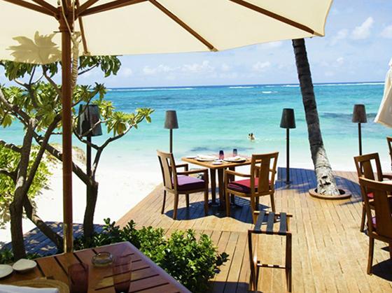 Ta pauser fra sola, for eksempel med en deilig lunsj i skyggen.
