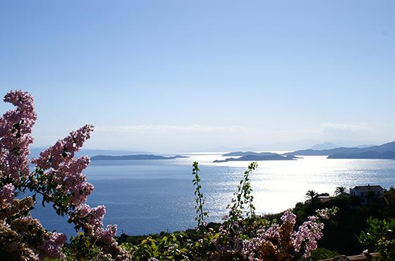 Utsikt fra Skopelos mot Skiathos.