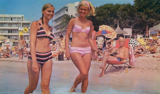 Bikinidamer1971