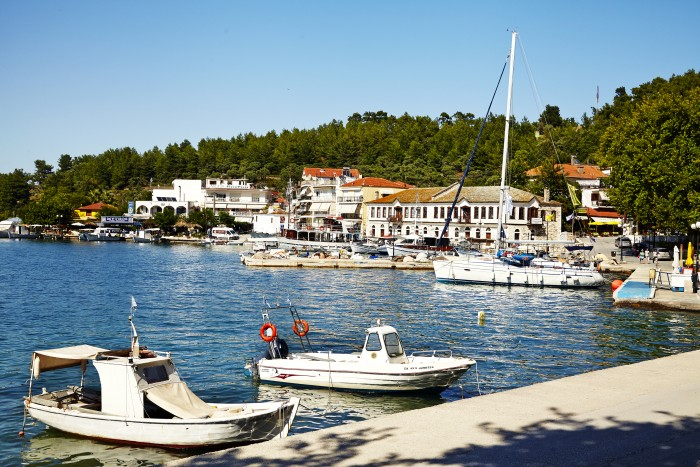 Havnen i Thassos by.
