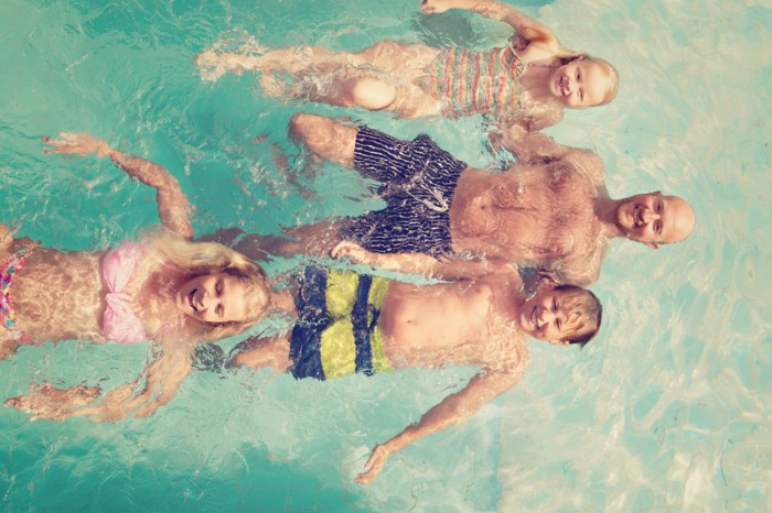 family_in_the_pool