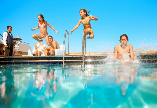 costa_pool_family