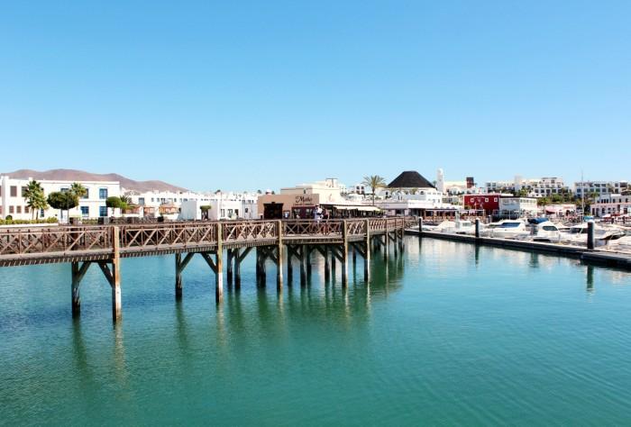 Playa Blanca. Lanzarote Play Blanca. Nya marinan.