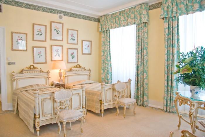 Bo i vakre rom på ikoniske Avenida Palace. (For romantikkens skyld hadde vi nok valgt en dobbeltseng.)
