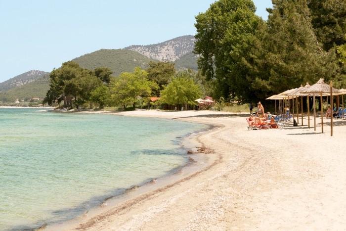 Godt om plassen på stranden i Skala Rachoni.
