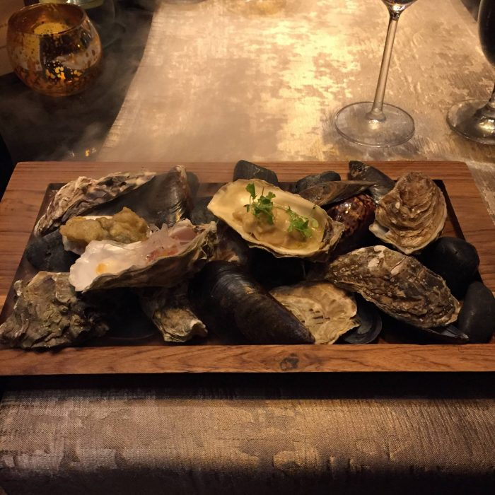 KULTURELLE ØSTERS: På luksusrestauranten Sra Bua i Bangkok får du østers som representerer Thailands kulturelle mangfold. De serveres med XO-saus, en spicy sjømatsaus og ingefær.