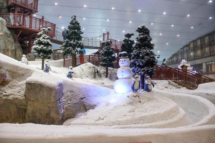 Ski Dubai huser verdens største innendørs skibakke.