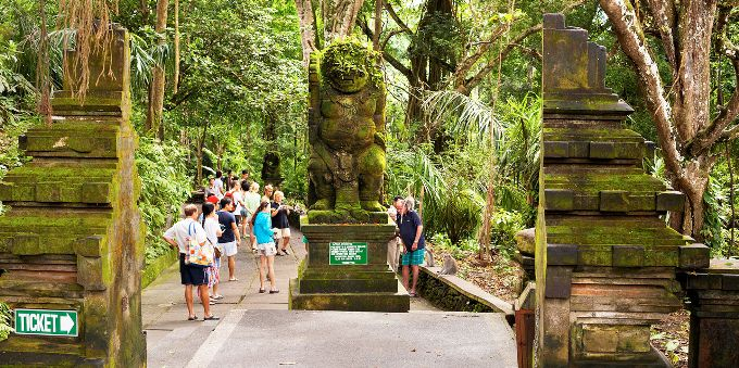 KULTUROPPLEVELSER: Bali byr på en rekke storslagne natur- og kulturopplevelser. Her venter imponerende templer, spennende historie og frodige, spektakulære omgivelser.