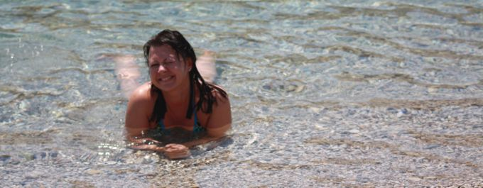 ET GODT ØYE TIL HELLAS: Vings salgskoordinator Ann-Renée Degnes reiser som regel til Hellas hvert år. Denne sommeren går ferden til øya Lefkas. Foto: Privat