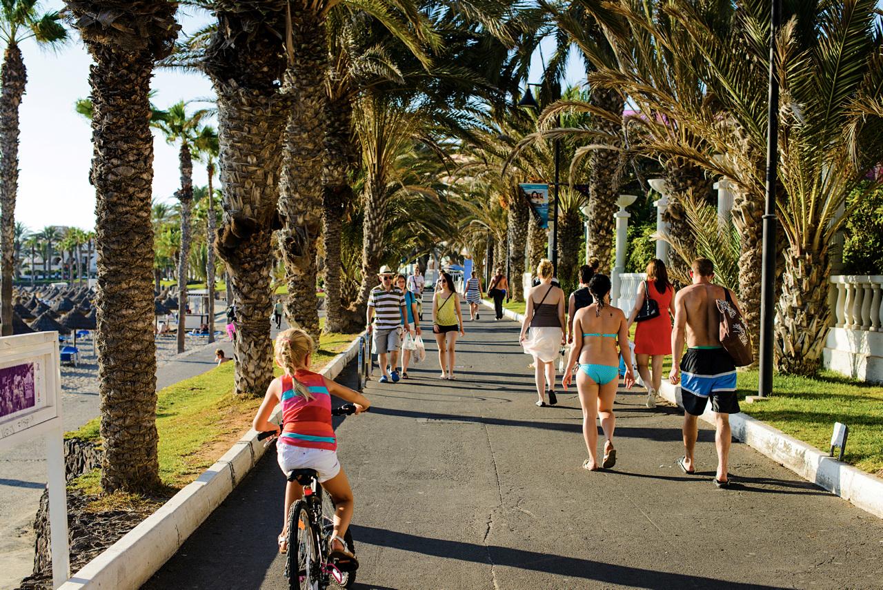 REISEMÅLET SOM PASSER FOR ALLE: Playa de las Americas på øyas sørside er antageligvis det mest allsidige reisemålet på Tenerife.