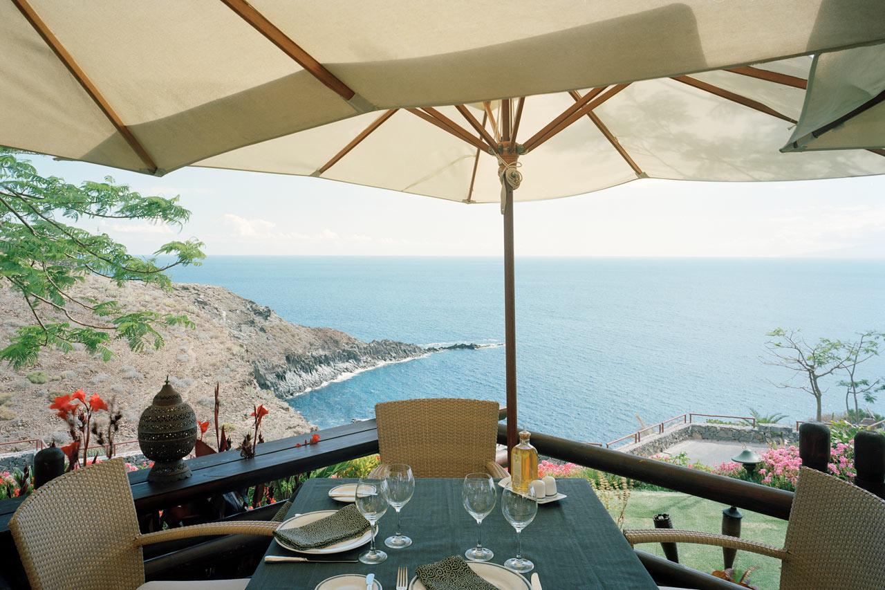 LUKSURIØST I GUIA DE ISORA: Når du reiser med Ving bor du på luksushotellet The Ritz Carlton Abama, der to av hotellrestaurantene har stjerner i Guide Michelin.