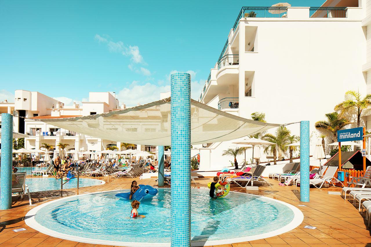 ANBEFALES FOR BARNEFAMILIENE: Sunwing Fañabé Beach har flere ganger er blitt kåret til Vings familiehotell nummer én, og er spesielt tilrettelagt for familier som reiser med barn.