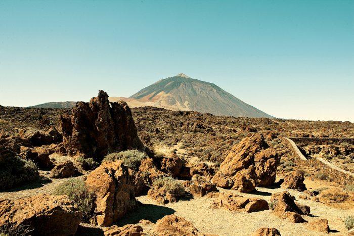 EKSOTISK LANDSKAP: I likhet med de andre kanariske øyene er Tenerife preget av vulkansk aktivitet, og på øya ligger også vulkanen Teide – en av verdens høyeste (av sitt slag).