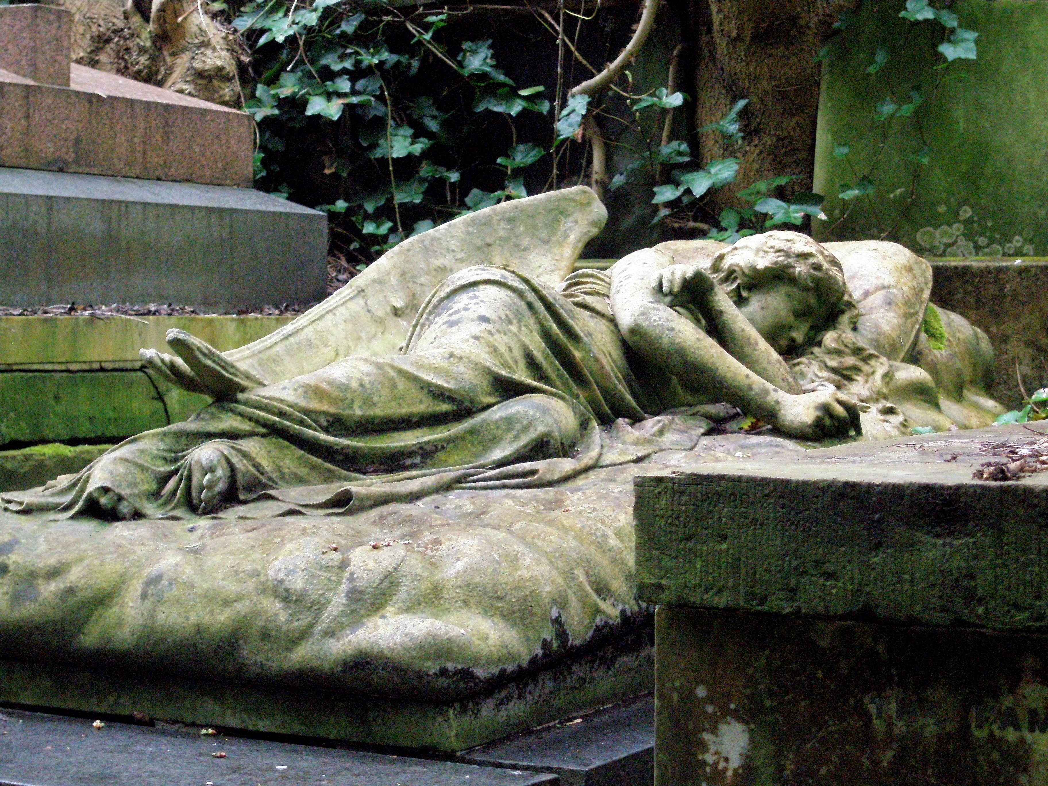 Highgate Cemetery er en av Londons vakreste kirkegårder. Foto: Turid Lismoen