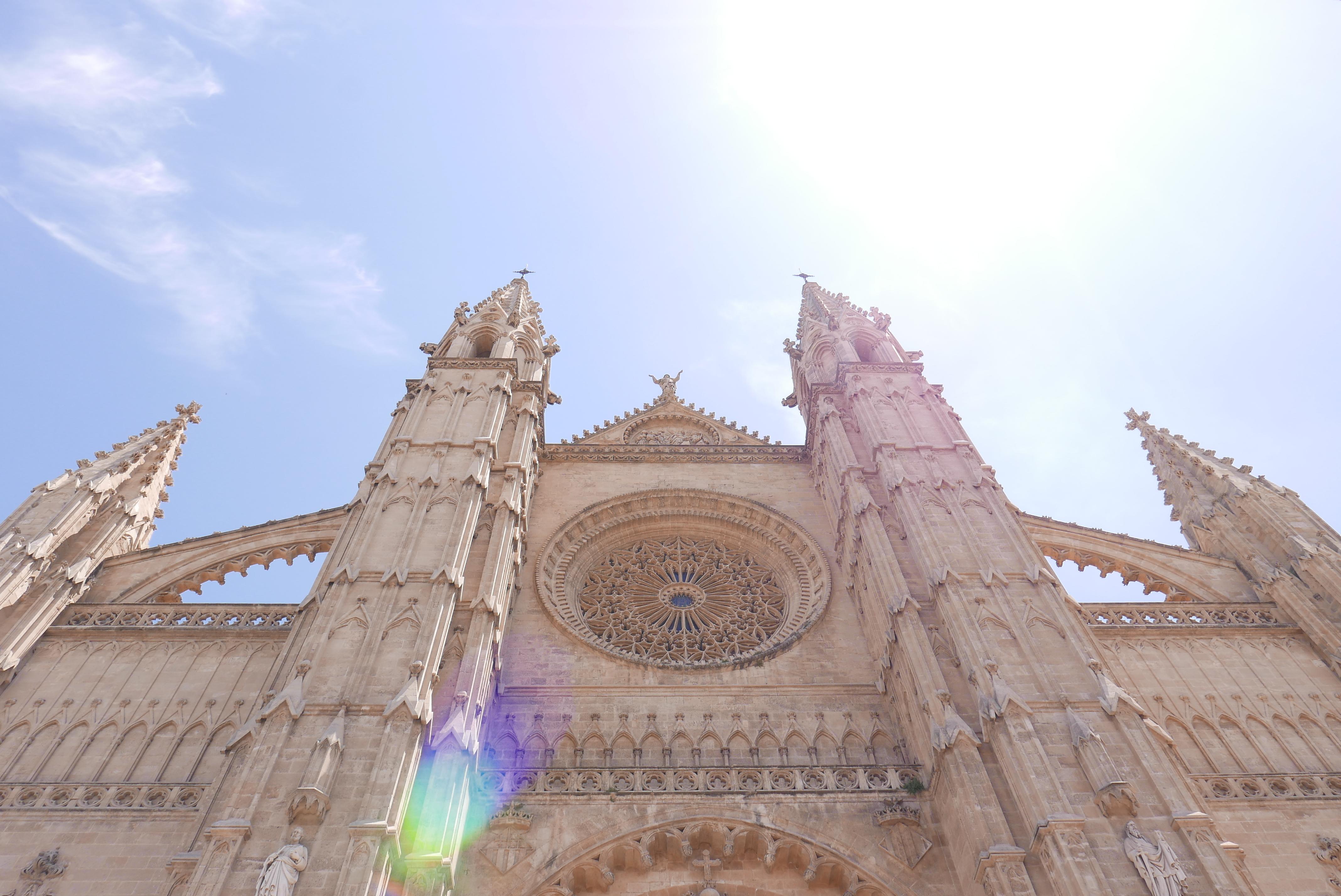 Den gotiske katedralen La Seu er et av Palmas landemerker, og den er et mektig syn. Foto: Len Kongerud