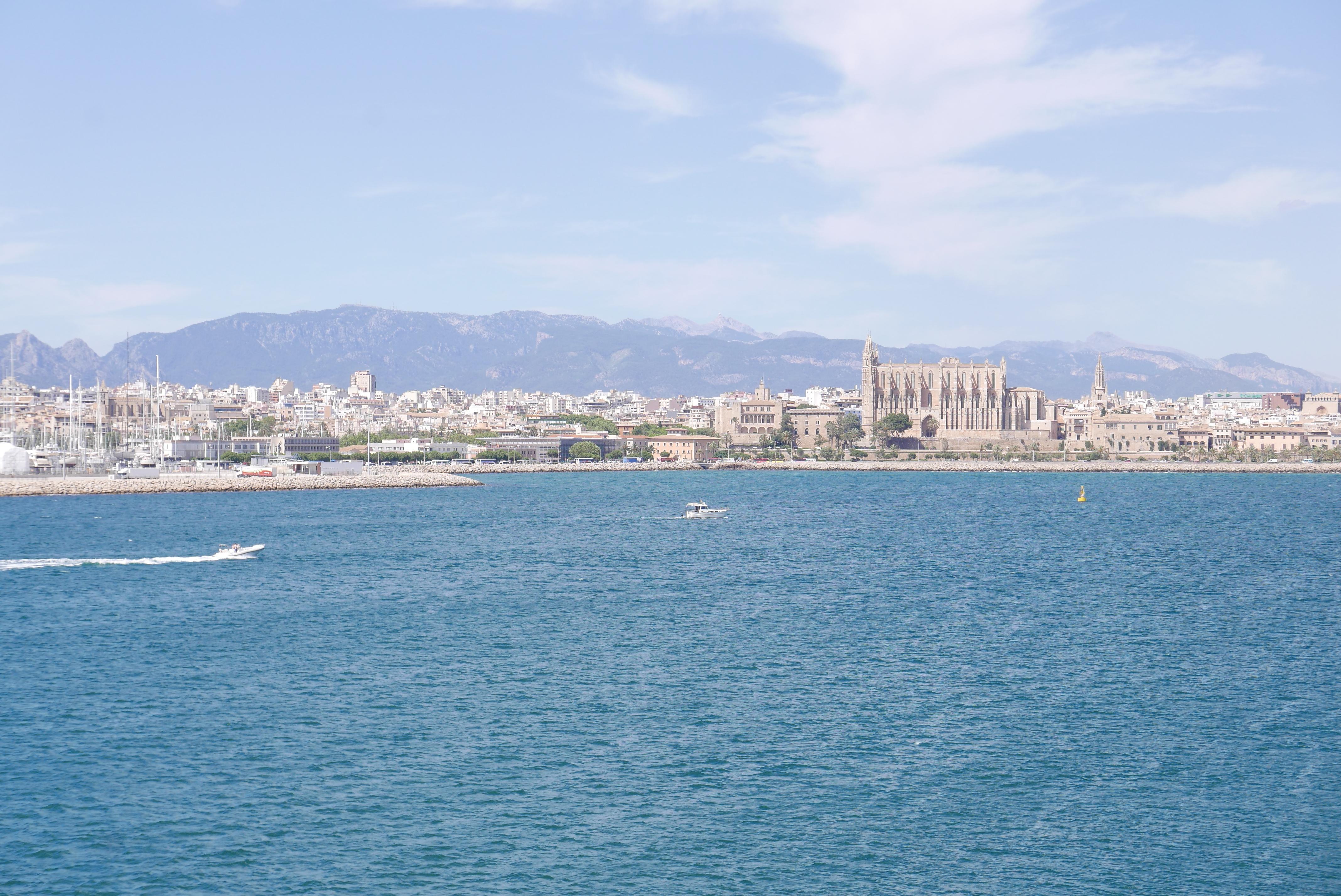 Hei Palma! Noe av det beste med å reise på cruise er følelsen av å våkne i en ny by hver dag. Foto: Len Kongerud