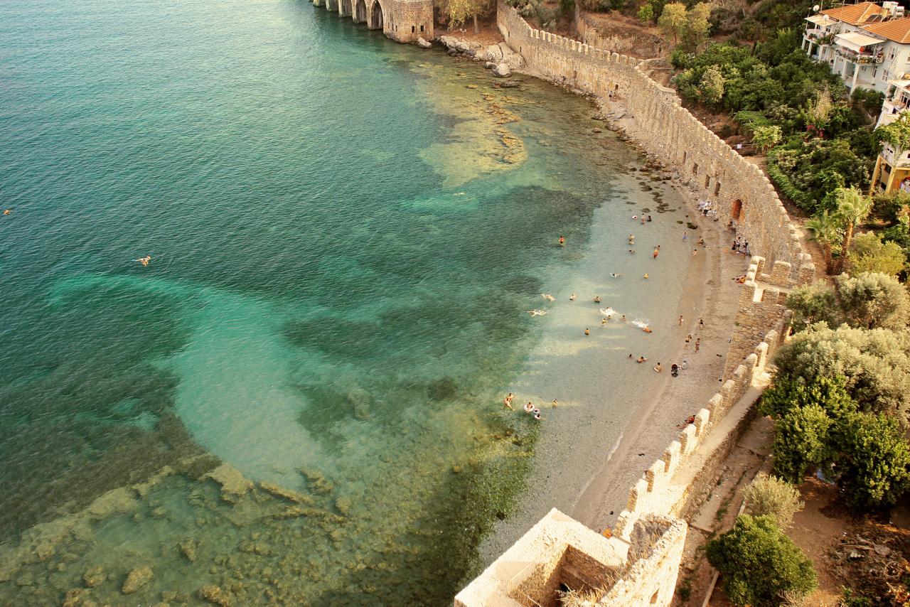 Bildetekst: Antalya-kystens største by, Alanya, byr på livlige omgivelser og fine strender.