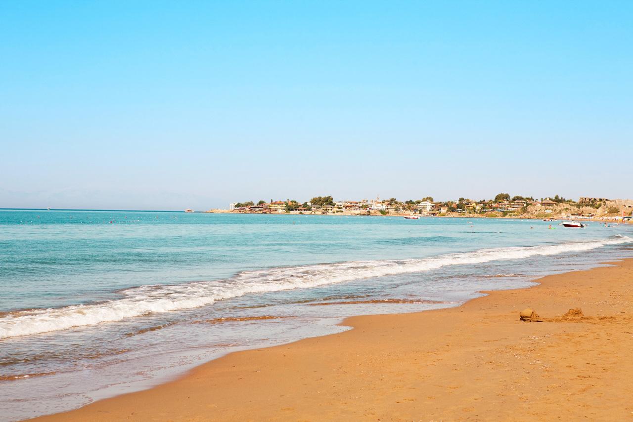 Bildetekst: Sides østre, lange strand ligger kun 500 meter fra Sunwing Side Beach.