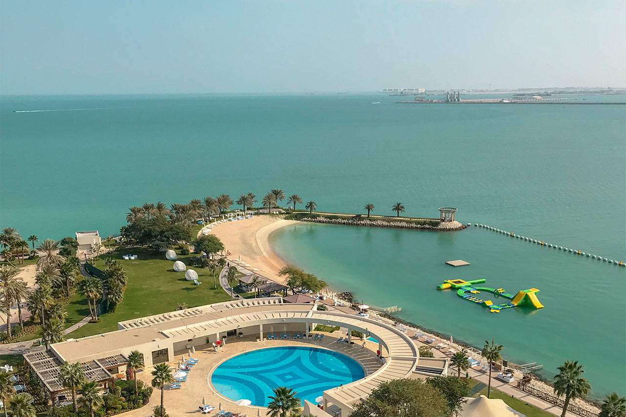 Bildetekst: Hvis du gjerne vil sole deg på stranden kan det lønne seg å velge et hotell med en privat strand, som Sheraton. Klikk på bildet for å lese mer om hotellet.