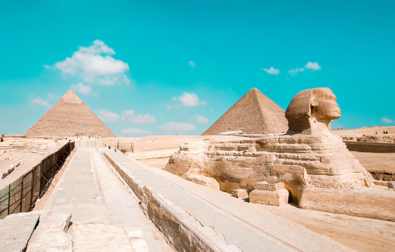 Ingenting kan egentlig forberede deg på hvor enorme de tre pyramidene ved Giza er.